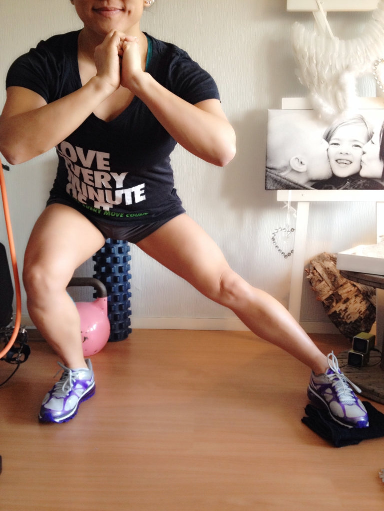 2. Stretch your leg out and press your toeballs to the ground when you pull your leg in