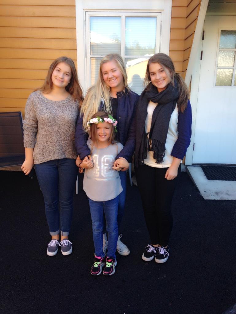 """Mine fantastiske 4 jenter. Den minste er min datter, de 3 andre er mine """"liksombarn"""" som har vært i livet mitt siden de var 4 år. De var barnevakt for minime i helgen. <3"""