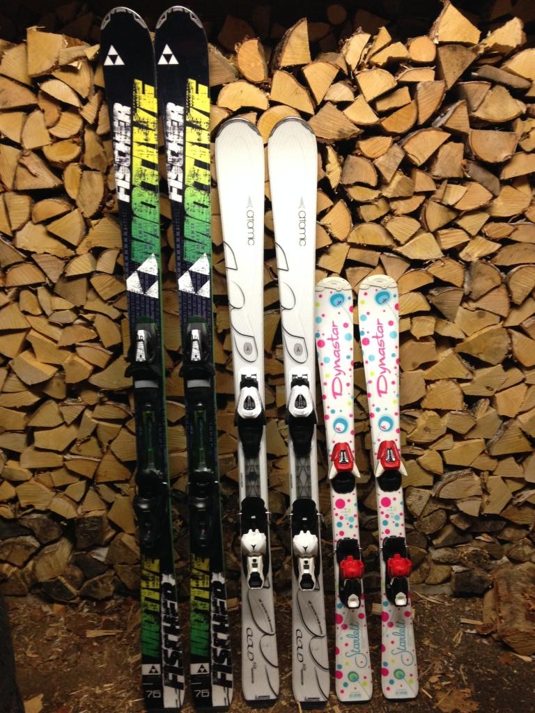 Mannens flotte ski utstilling i garasjen, haha