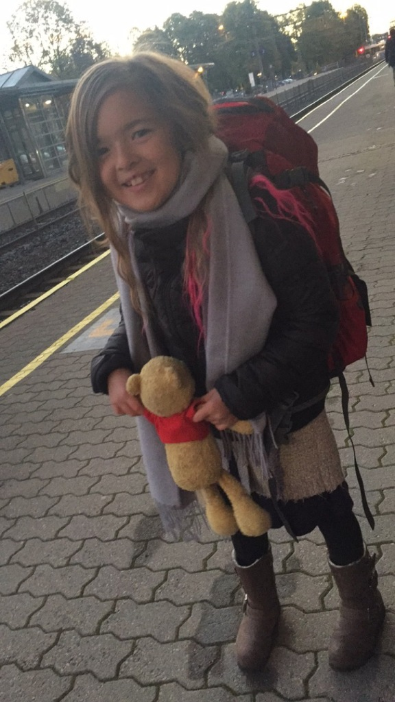 Jente som gleder seg til avreise !